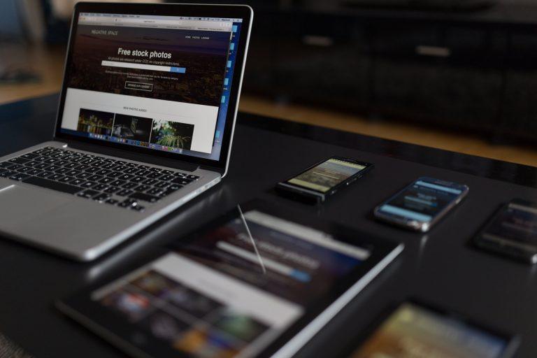 iphone dark notebook pen 34140 768x512 - Serviços